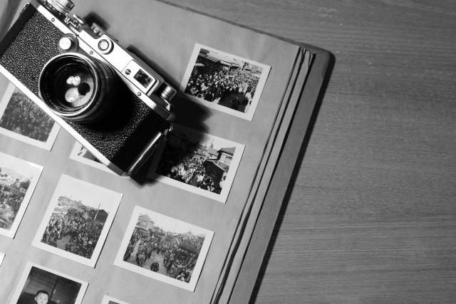 紙原稿での入稿なら、現像された写真の風合いや手紙の直筆文字などのニュアンスが伝わる、味わい深い一冊が仕上がりますよ。